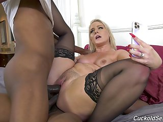 Perfect display of mummy going black together with fucking in DP